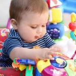 Giocare con un bimbo piccolo o con un neonato