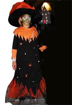 Un idea di travestimento per confezionare un costume da strega per la notte  di Halloween o per Carnevale. Questo vestito da strega è realizzato a  partire da ... 8a2ec5638281