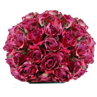 Un centrotavola di rose