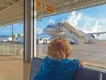 Viaggiare in aereo con bambini e neonati