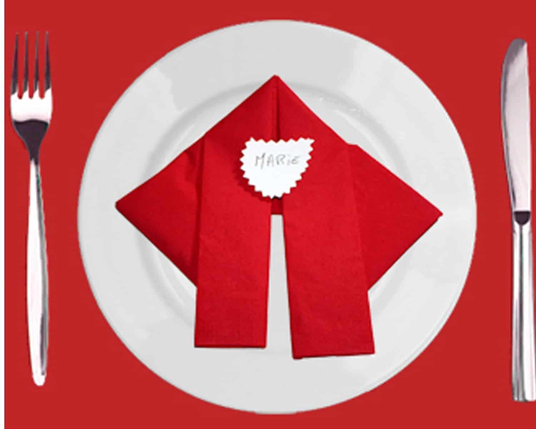Piegare un tovagliolo a forma di Babbo Natale