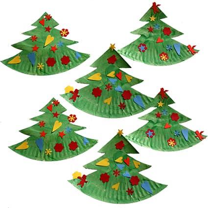 Alberi di Natale con piatti di carta