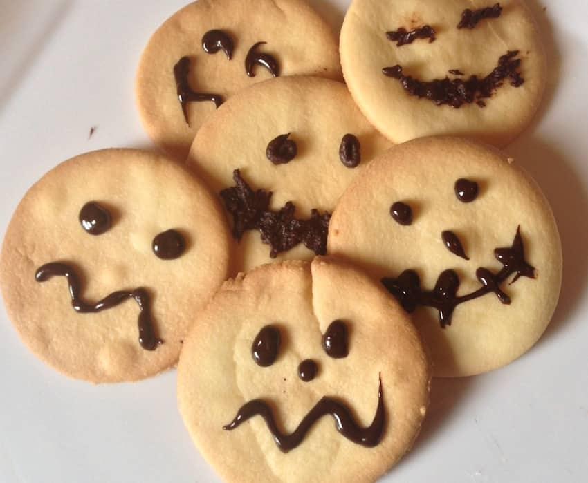 Biscotti per Halloween: facce da mostro