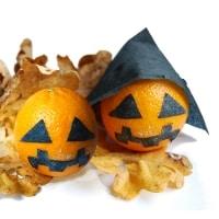 ... a preparare altre arance zucca anche senza cappelli. Sistemate sopra  qualche foglia ingiallita dall autunno saranno una bella decorazione per  Halloween. 105d500d56bd
