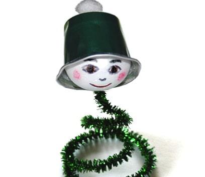 Un piccolo gnomo verde di Natale
