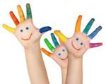 mehrere bemalte Kinderhände
