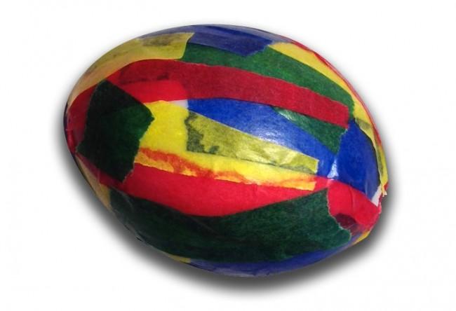 Uovo decorato con carta velina