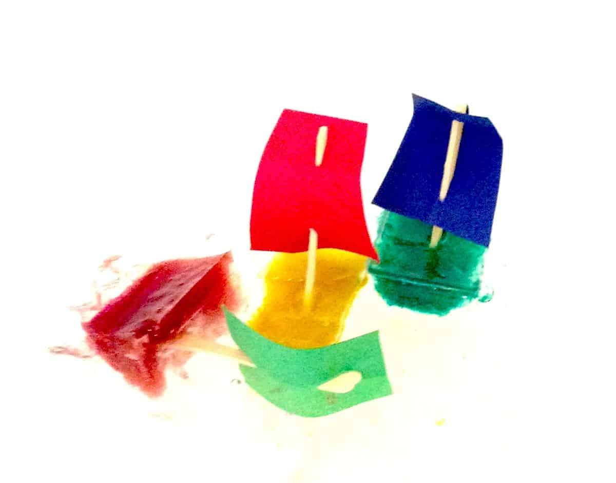 Lavoretto estivo: barchette di ghiaccio per bambini