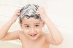 Quante volte bisogna lavare i capelli ai bambini?