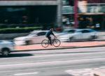 Sì alla bici contromano