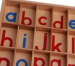 Scatola con alfabeto: metodo Monetssori